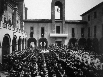 Piazza Alessandro Casali 11 – Il fronte delle istituzioni fasciste