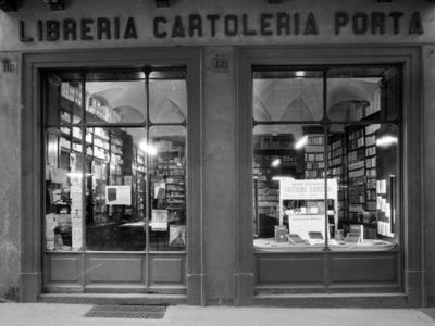 Via Benedettine 68 – Propaganda a Piacenza: La Scure