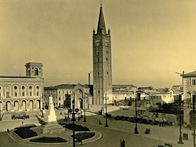 Piazza Saffi: Palazzo degli uffici statali e Palazzo delle poste - Piazza Aurelio Saffi