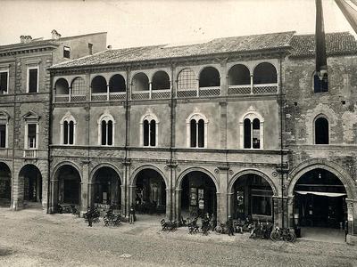 Palazzo Albertini - Piazza Saffi 50