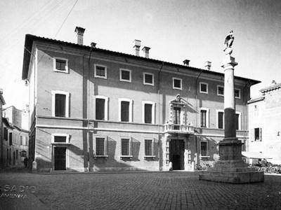 Palazzo Pasolini Dall'Onda, Piazza XX Settembre