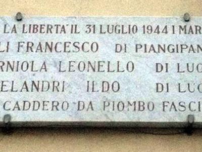 Lapide in ricordo della fucilazione di tre operai. Via Belvedere, 12