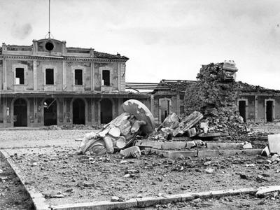 Bombardamenti su stazione e Darsena e Lapide deportazione ebrei. Stazione Ferroviaria