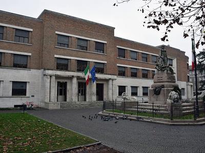 Liceo Classico Dante Alighieri, sede delle truppe canadesi. Viale Farini