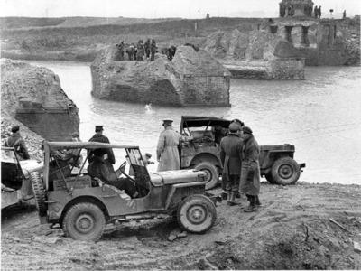 Primo ingresso dei reparti corazzati nella cerchia cittadina. Ponte Nuovo, Via Romea Sud attraversamento sui Fiumi Uniti