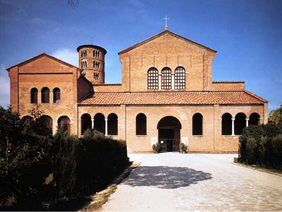 Basilica di S. Apollinare in Classe salvata da Alleati e partigiani Classe. Via Classense