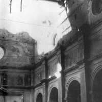 Interno dell'abbazia di Santa Maria del Monte dopo i bombardamenti, 1944 (P. R. ZUCAL, Clausura violata, Stilgraf Editrice, Cesena, p. 103)