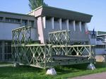 L'esterno del Museo, con un tratto di Ponte Bailey.