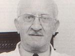 Gaetano Lecce, nato a Salerno nel 1906 e laureatosi a Napoli in medicina a 24 anni, nel 1931 vinse il concorso per la condotta medica di Pianello e poi di Pecorara. Dopo l'8 settembre 1943 prestò ripetutamente le sue cure a prigionieri di guerra, inglesi, russi e greci, evasi dai campi di concentramento vicini e ad alcune famiglie di ebrei, ma anche ai primi feriti partigiani. Arrestato dall'UPI nel giugno del 1944, fu trasferito a S. Vittore a Milano e dopo due mesi fu trasferito al lager di Dachau e poi ad Auschwitz, dove giunse il 26 novembre '44. Quando il 18 gennaio 1945 venne l'ordine di evacuazione dal lager, Lecce si salvò nascondendosi con alcuni suoi compagni sotto un mucchio di macerie delle officine Siemens interne al campo.