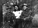 Partigiani della 1a Brigata Julia: Rosetta Solari (Rosetta) con Giuseppe Del Nevo (Dragotte), comandante e con  il vice comandante Corrado Pellacini (Erok).