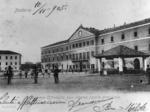 Il piazzale principale della caserma della Cittadella. Qui furono trattenuti prigionieri migliaia di soldati italiani.