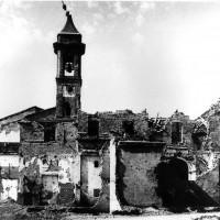 Esterno della chiesa di San Rocco dopo i bombardamenti, primavera 1945 (BCM Fondo Bacchi, FBP 566)