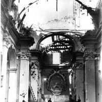 Interno della chiesa di San Rocco dopo i bombardamenti, primavera 1945 (BCM Fondo Bacchi, FBP 567)