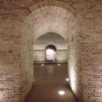 Ingresso della cripta della chiesa di Santa Cristina, dopo il restauro del 2010 (foto dell'autore)