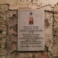 Lapide affissa dedicata a padre C. Bosoni nelle catacombe oggi (foto dell'autore