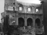 La chiesa sventrata dalle bombe.