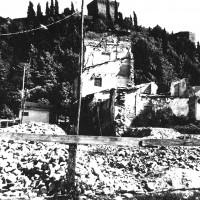 Abitazioni su viale Mazzoni interrotte a causa del sopraggiungere del fronte a Cesena, primavera 1945 (BCM Fondo Bacchi, FBP 569)