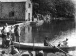 """Rifugio """"Mariotti"""", Lago Santo (1.500m), secondo in piedi da sinistra, l'on.le Giuseppe Micheli."""