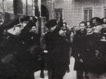 Mussolini davanti alla sede della Croce Rossa e dell'Assistenza pubblica durante la visita a Parma, 10 agosto 1941