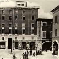Cesena, la piazzetta del Duomo, 1937 (BCM Fondo Dellamore, FDP 578)