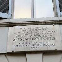 Targa presso la casa natale di Alessandro Fortis