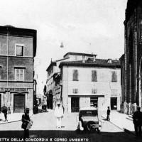 Cesena, Piazzetta della Concordia e Corso Umberto, 1925- 1930 circa (BCM Fondo Dellamore, FDP 574)