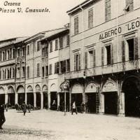 Cesena, portici in Piazza Vittorio Emanuele, 1900-1905 circa (BCM Fondo Dellamore, FDP 1065)
