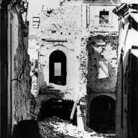 Cesena, l'Abbazia del Monte dopo i bombardamenti dell'ottobre del 1944 (BCM Fondo Bacchi, FBP 530)