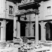 Cesena, l'Abbazia del Monte dopo i bombardamenti dell'ottobre del 1944 (BCM Fondo Bacchi, FBP 529)