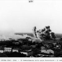 Cesena, guerra 1940-1941: il bombardamento dello scalo ferroviario, prima ondata, 24 giugno 1944 (BCM Fondo Dellamore, FDP 1198)