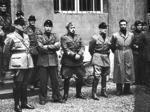 Romualdi (in prima fila quarto da sinistra) con ufficiali della Brigata Nera nel cortile del comando