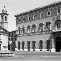 Chiesa del Corpus Domini e Palazzo della Prefettura (Foto Paolo Monti, 1971)