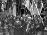 Dino Grandi, Italo Balbo e i genitori di Francesco Baracca rendono omaggio alla tomba di Dante, 1921