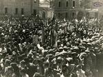 20 maggio 1945_La folla in Piazza del Mercato il giorno della smobilitazione della 28a Brigata