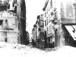 L'ingresso di via Mazzini dopo un bombardamento degli Alleati