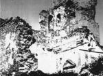 La Chiesa della Pace a Montescudo (Trarivi) dopo un bombardamento.