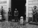 Ingresso della scuola allievi ufficiali della GNR a Palazzo Santa Chiara.