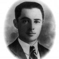 """Giuseppe Ghirardelli (25/9/1904 – 29/1/2015). Propagandista antifascista, ospito e organizzo nella sua osteria riunioni clandestine, partecipo al salvataggio di piloti alleati. Arrestato dai nazifascisti il 18/1/1945, dopo essere stato torturato, fu condannato a morte per """"partigianismo"""" e fucilato il 29/1/1945"""