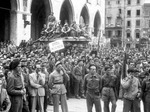 Dopo la Liberazione: cerimonia e sfilata delle Divisioni partigiane in centro città
