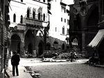 Il lato est del Palazzo della Mercanzia, crollato il 27 settembre 1943 a causa dell'esplosione di una bomba inesplosa