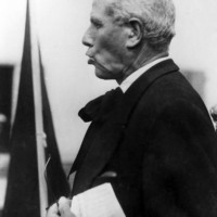 Il 22 aprile 1945 l'ormai anziano antifascista Geminiano Loschi, già sindaco socialista di Soliera fra il 1919 e il 1920, tiene il discorso della Liberazione dal balcone di Casa Lugli, in piazza Fratelli Sassi.