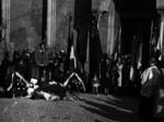 Corassori inaugura la lapide a Emilio Po, Alfonso Piazza e Giacomo Ulivi nel 1948.