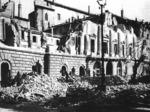 Il palazzo della Prefettura distrutto dalle bombe