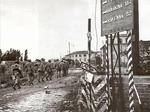Le truppe canadesi attraversano il ponte di Tiberio a Rimini (settembre 1944)