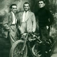 Da sinistra Ernesto Barbieri, il fratello Primo e Oddino Montanari