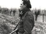 Un partigiano nelle campagne di Sant'Alberto.
