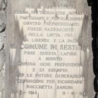 Targa sul monumento di Rocchetta Sandri, Sestola
