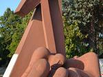 Monumento celebrativo della strage del ponte Felisio, dettaglio.