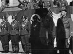 Picchetto della Felgendarmerie in Piazza Garibaldi per il giuramento dei reparti del nuovo esercito della RSI, Parma 28 ottobre 1943